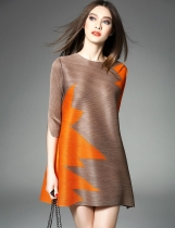 ELENYUN Round Neck 3/4 Sleeve Contraste Color Patchwork A-Line Short Mini Dress