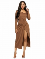 Café Mujeres Asymmetrical Collar de manga larga Recortar Twist Split Party Maxi Dress