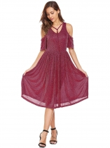 Wine red Vinho rouge Femmes V-Neck Épaule froide Lace Up Flare Sleeve Glitter Casual Robe plissée