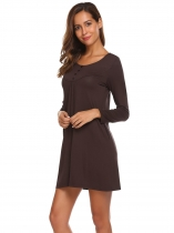 Coffee O Neck Long Sleeve Longueur du genou Front Ruched Buttons Decor Loose Casual Dress
